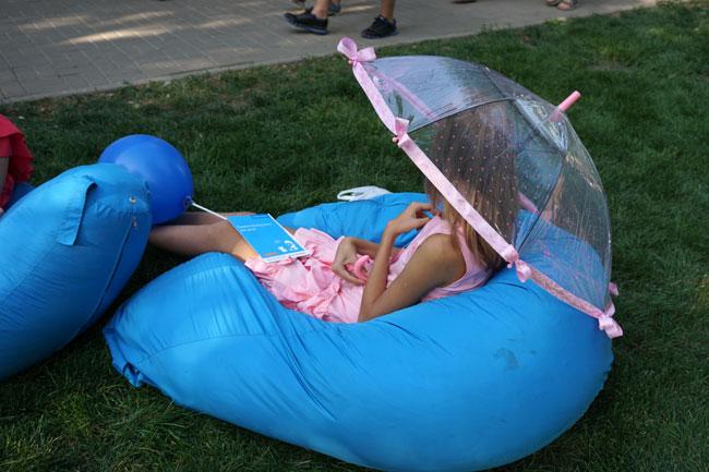 девочка-под-прозрачным-зонт