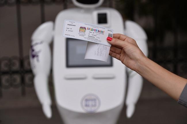 входной билет и робот-контролер