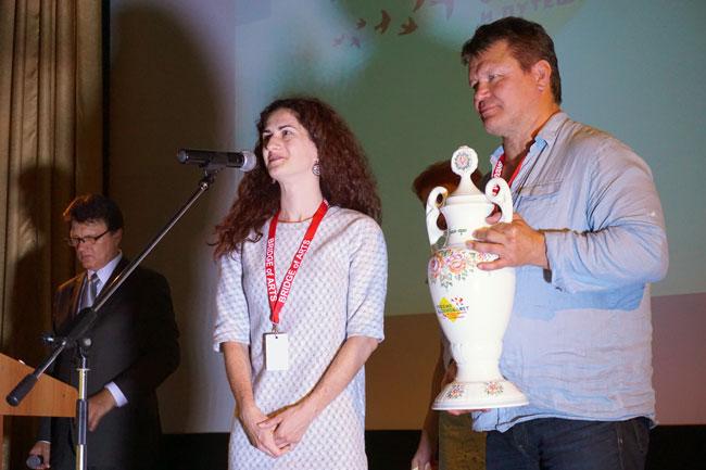 Олег-Тактаров-вручает-Гран-