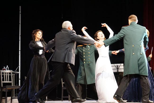 Танцует-Ирина=,лия-Кинеберг