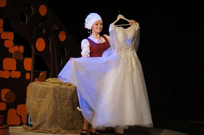Золушка-и-ее-бальное-платье