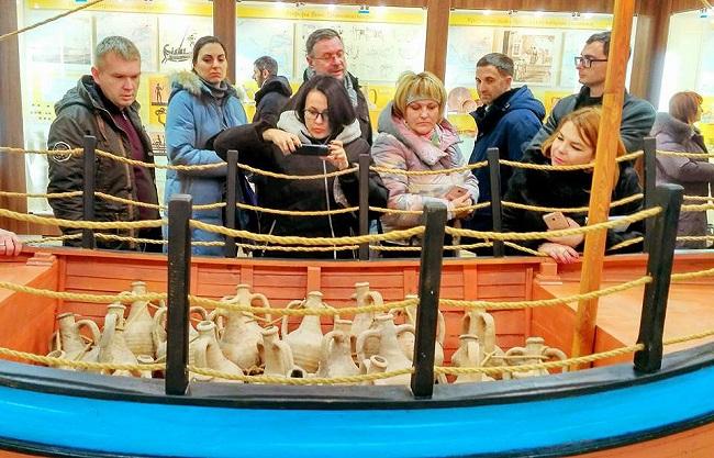 гости в музее Танаиса