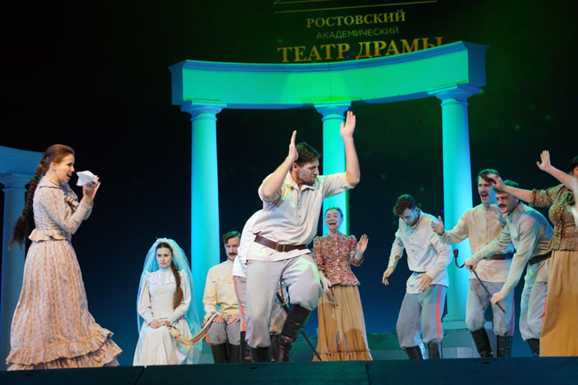 театр-имени-Горького