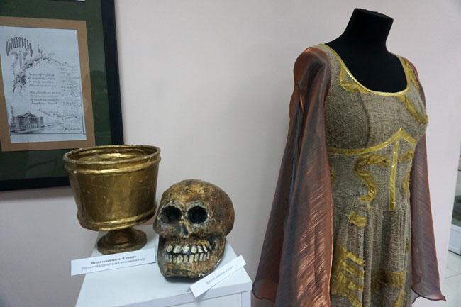 платье-Офелии-и-бутафории-и