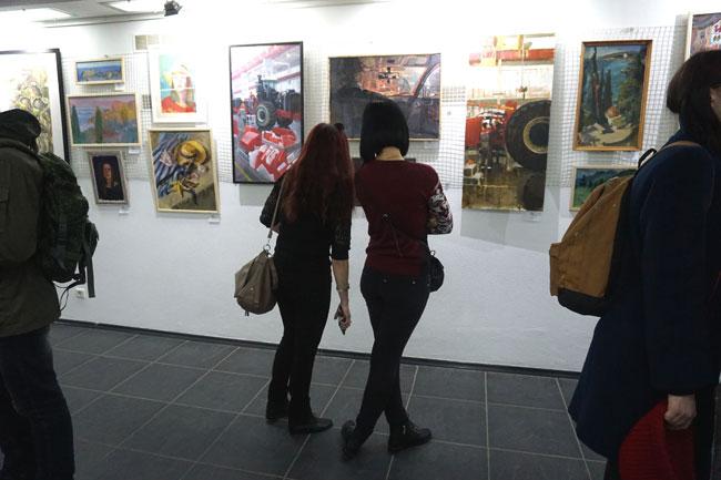 На-выставке-Творцы-ХХI-века