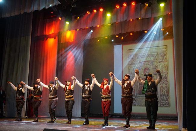 коллектив-народного-греческ