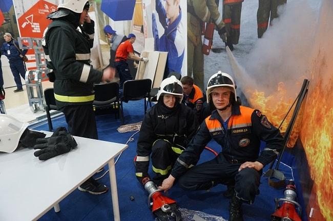 спасатели из Новочеркасского техникума промышленных технологий и управления - всегда на посту-min