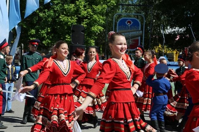 танцующие дети-min