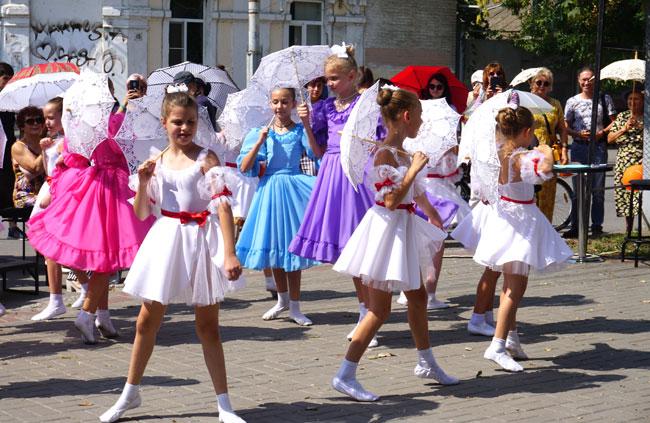 танцующие-девочки-с-зонтика