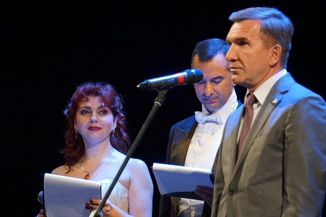 Игорь Гуськов приветствует участников фестиваля — копия-min