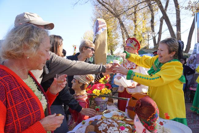 угощает-Дубовский-район