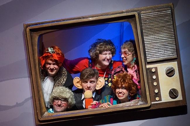 бабушки в телевизоре1-min