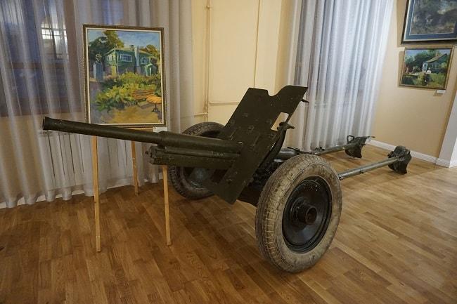 """Рисунок """"Домик Грекова"""" и пушка"""