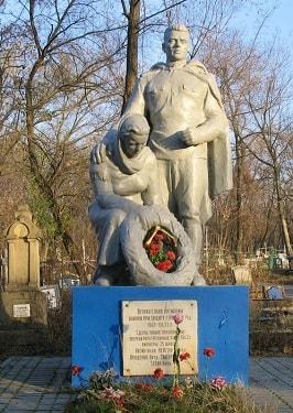 Памятник на Братском кладбище-min