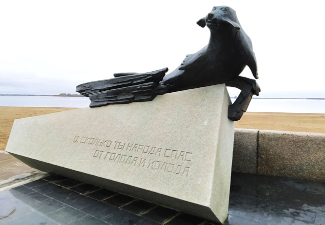 памятник-тюленю