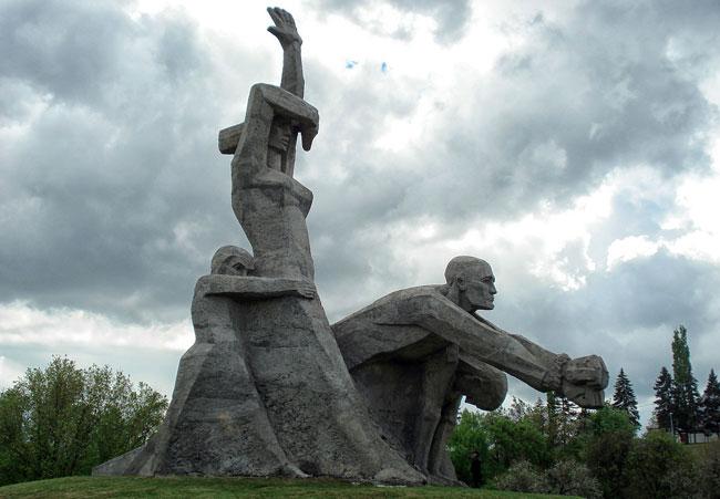 Замученным_в_Змиевской_балк