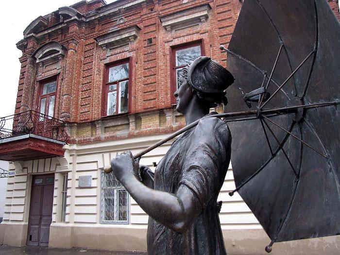 Памятник Фаине Раневской в Таганроге, скульптор Давид Бегалов, Фото Веры Волошиновой