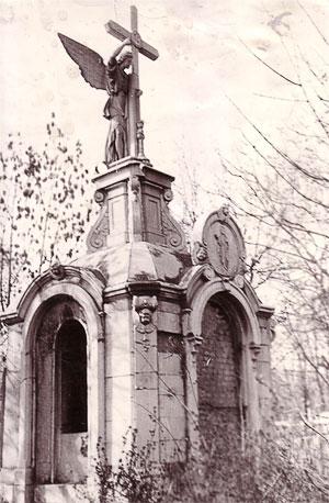 Надгробие с ангелом на могиле на Деметти, старое христианское кладбище Таганрога