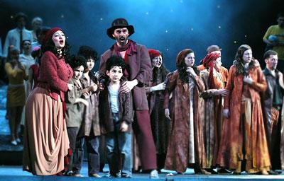 Сцена из спектакля Ростовского музыкального театра 'Цыган', фото Веры Волошиновой
