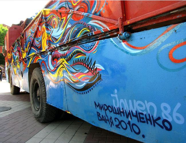 Арт-троллейбус на Пушкинской, проект Арт-район Первого Южно-Российского Биеннале, фото Веры Волошиновой