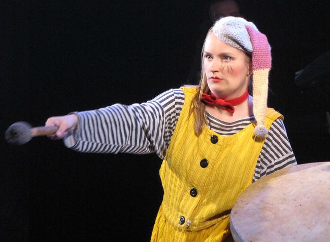 Анжелика Зайцева в юбилейном шоу Ростовского Молодежного театра, фото Веры Волошиновой