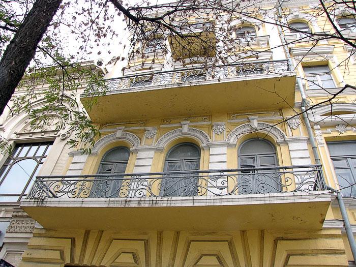 Балкон второго этажа, гостиница Московская, архитектор Н.Н. Дурбах, Ростов-на-Дону, фото Веры Волошиновой