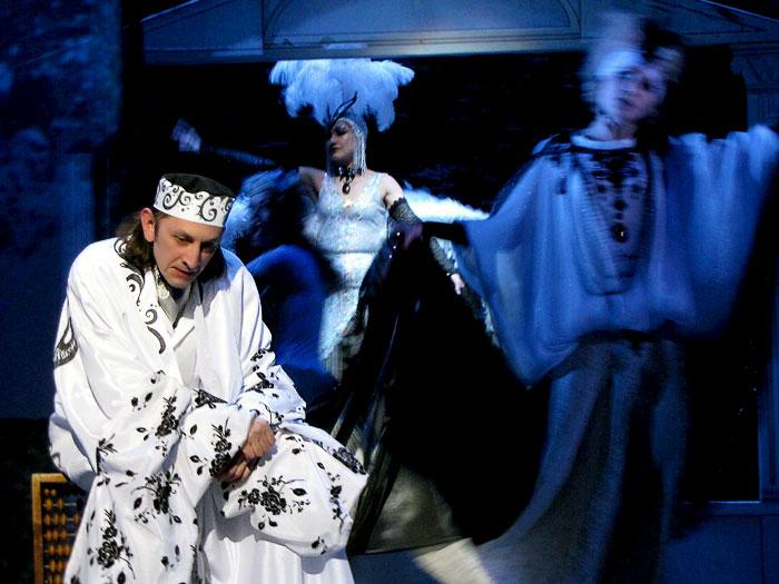 Сергей Беланов (Константин Треплев) в спектакле Ростовского Молодежного театра Почетный гражданин кулис, фото Веры Волошиновой