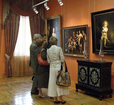 В зале западноевропейский искусства