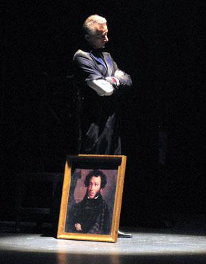 Владимр Воробьев в юбилейном шоу Ростовского Молодежного театра, фото Веры Волошиновой