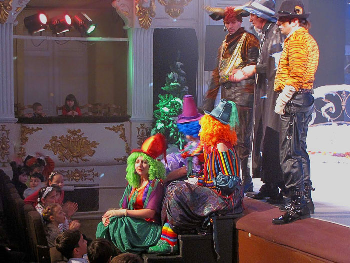 Новогодний переполох - 2, Ростовский Молодежный театр, фото Веры Волошиновой