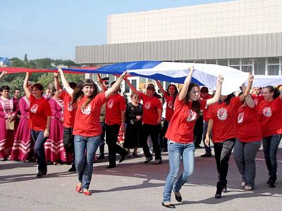 Вынос российского флага на праздновании появления первых поселений армян на Дону в селе Чалтырь, 2009 год, фото Веры Волошиновой