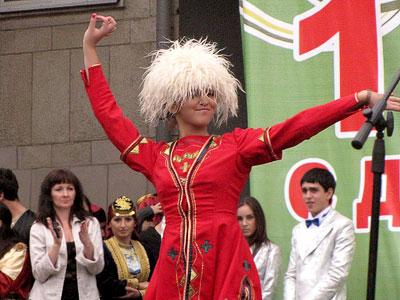 Грузинский танец на празднике Ростов многонациональный, день города 2009, фото Веры Волошиновой
