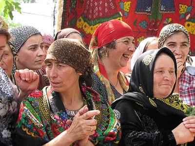 Дагестанские зрительницы на празднике национальных культур в Дубовском районе Ростовской области, фото Веры Волошиновой
