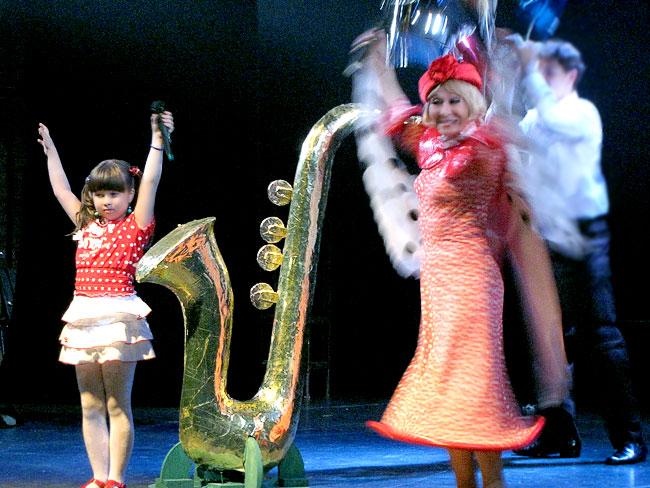 Заслуженная артистка РФ Маргарита Лобанова в юбилейном шоу Ростовского Молодежного театра, фото Веры Волошиновой