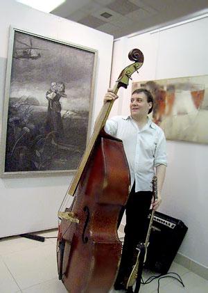 Галерея 'М',  на выставке 'Ремейк' , 2009 год, фото Веры Волошиновой