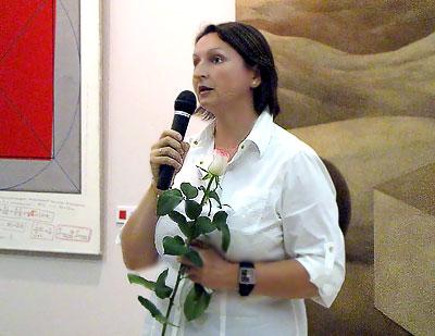 Глава галереи 'М' Татьяна Колованова на открытие выставки 'Ремейк' , 2009 год, фото Веры Волошиновой