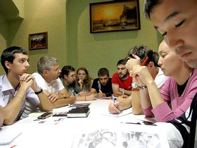 Круглый стол 'Молодежный парламентаризм России и стран СНГ: формирование и развитие', фото Веры Волошиновой