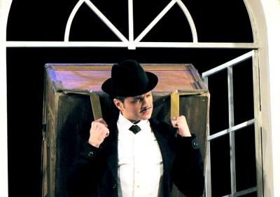 Максим Кушников (Яша) в спектакле  Таганрогского театра имени А.П.Чехова 'Вишневый сад', фото Веры Волошиновой