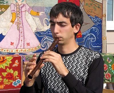 Молодой зурнач Илья Хантиме на празднование появления первых поселений армян на Дону в селе Чалтырь, 2009 год, фото Веры Волошиновой