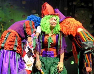 Три сестры Сандерс, Новогоднее представление в Ростовском Молодежном театре, фото Веры Волошиновой