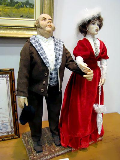 Персонажи Анны на шее - автор Ольга Королькова, с выставки Чеховских кукол в Галереи М, фото Веры Волошиновой