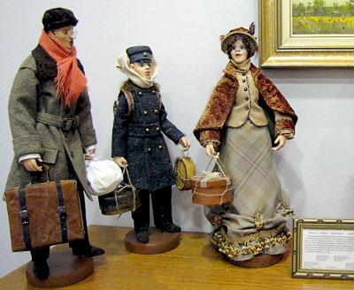 Персонажи Толстый и тонкий, автор - Альбина Харина, с выставки Чеховских кукол в Галереи М, фото Веры Волошиновой