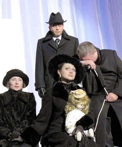 Спектакль  Таганрогского театра имени А.П.Чехова 'Вишневый сад', фото Веры Волошиновой