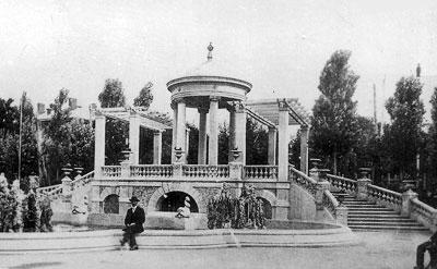 Мемориальная ротонда в саде Летнего коммерческого клуба, ныне Парк Первого мая, начало 20-ого века, архитектор - Николай Дорошенко, Ростов-на-Дону