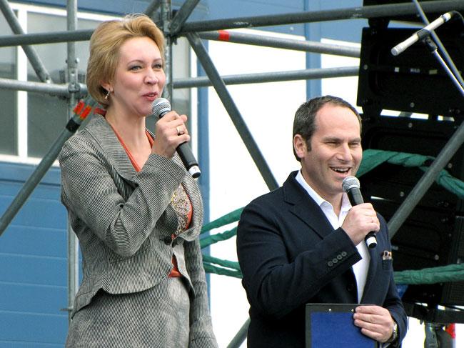 Михаил Шац и Татьяна Лазарева ведут концерт, посвященный юбилею Балтики, фото Веры Волошиновой