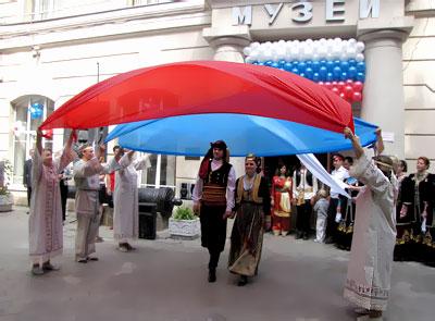 Открытие выставки 'Флаги над Доном' в Ростовском областном музее краеведения, представители греческой диаспоры, фото Веры Волошиновой