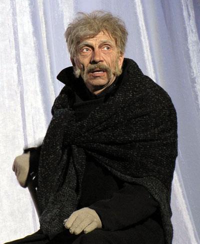 Владимир Бабаев (Фирс) в спектакле  Таганрогского театра имени А.П.Чехова 'Вишневый сад', фото Веры Волошиновой