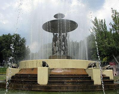 Фонтан в Театральном сквере Ростова-на-Дону, фото Веры Волошиновой