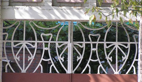 Фрагмент ворот, Халтуринский 83, Ростов-на-Дону, фото Веры Волошиновой