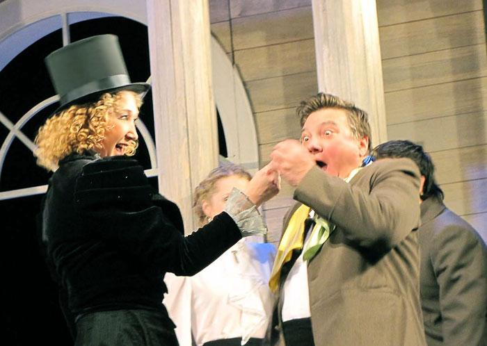 Наталья Башлыкова (Шарлотта) в спектакле  Таганрогского театра имени А.П.Чехова 'Вишневый сад', фото Веры Волошиновой